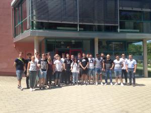 Die Berufsschüler der Erwin-Teufel-Schule beim Besuch des WBZU
